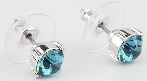 Гвоздики с кристаллом сваровски  Уединение