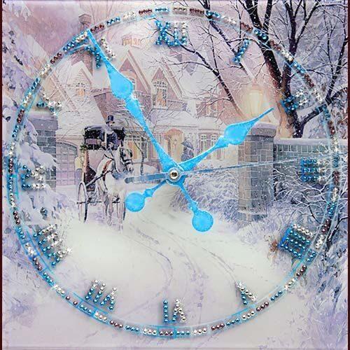 Настенные часы со стразами Swarovski Зимняя дорога