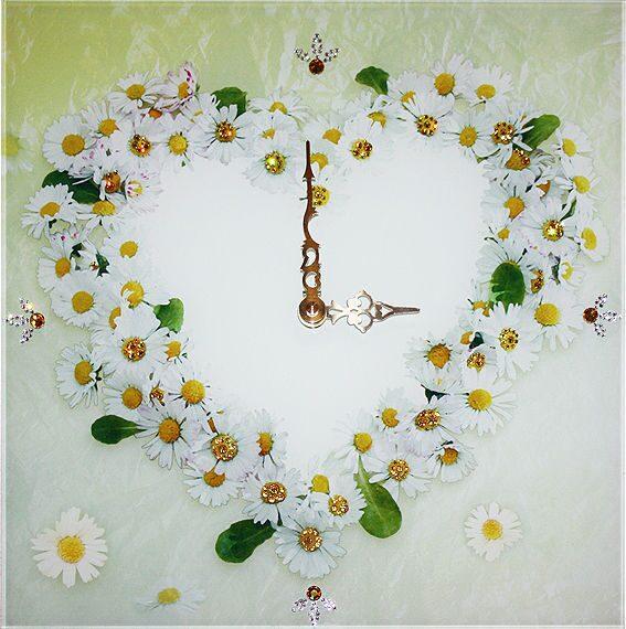 Настенные часы со стразами сваровски  Ромашки