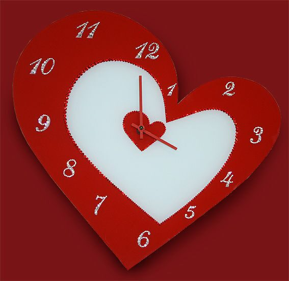 Настенные часы сваровски  С любовью!