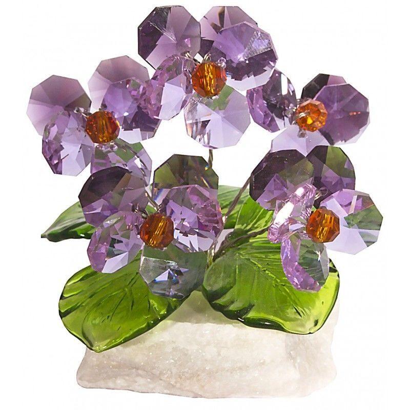 Хрустальные цветы на мраморе Фиалки